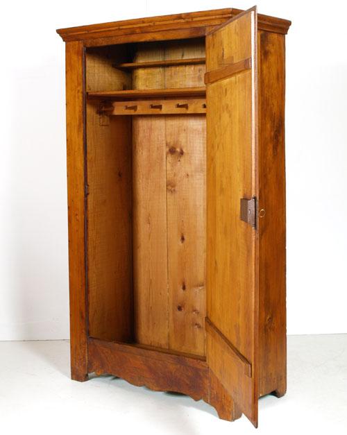 Antico armadio arte povera tirolese abete massello 39 700 for Arredamento in arte povera