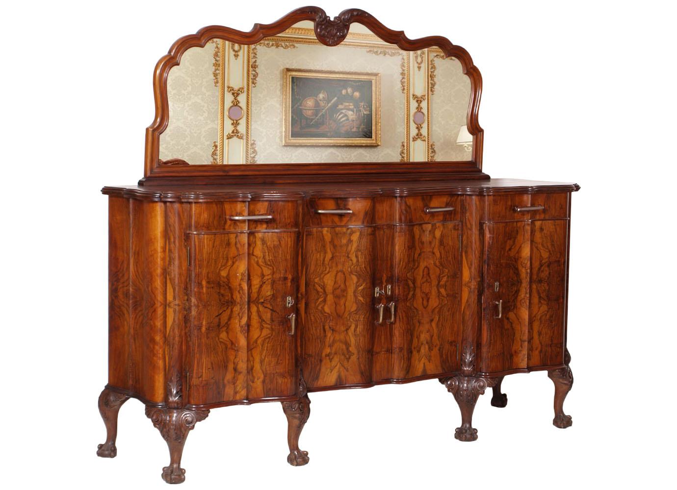 Sala Da Pranzo In Stile Barocco Con Tavolo Sette Sedie E Mobile Nelle  #AF5010 1380 1000 Mobili Sala Da Pranzo Anni 50