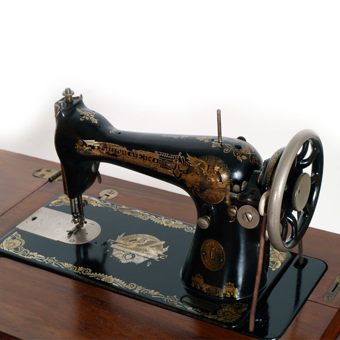 Antique sewing machine pedal singer first 39 900 collectible for Singer prezzi macchine da cucire
