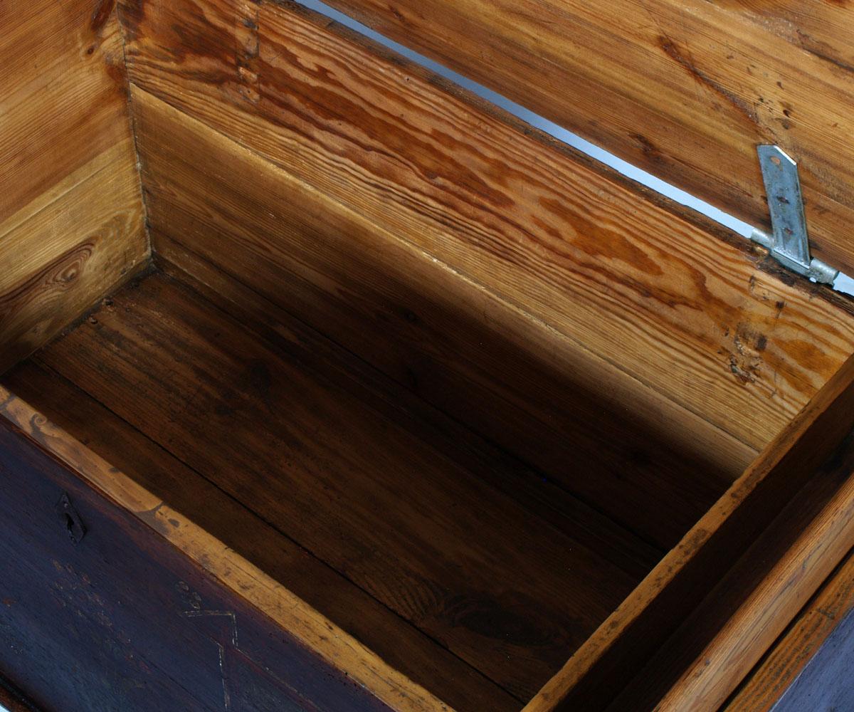 Antica cassapanca tirolese decorata larice massello 700 for Cassapanca tirolese
