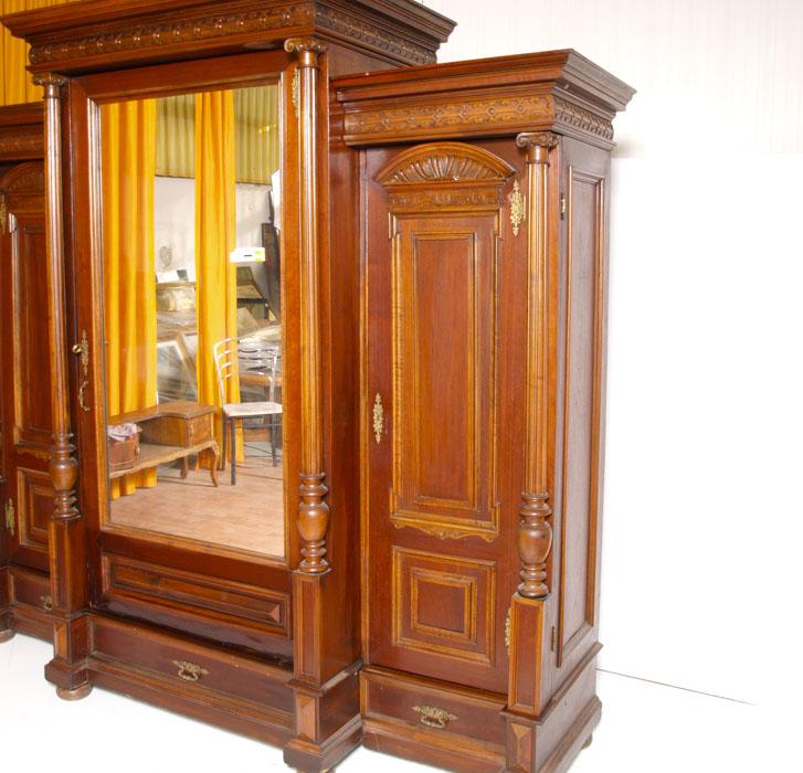 Antico grande armadio umbertino neoclassico noce specchio for Specchio antico piccolo