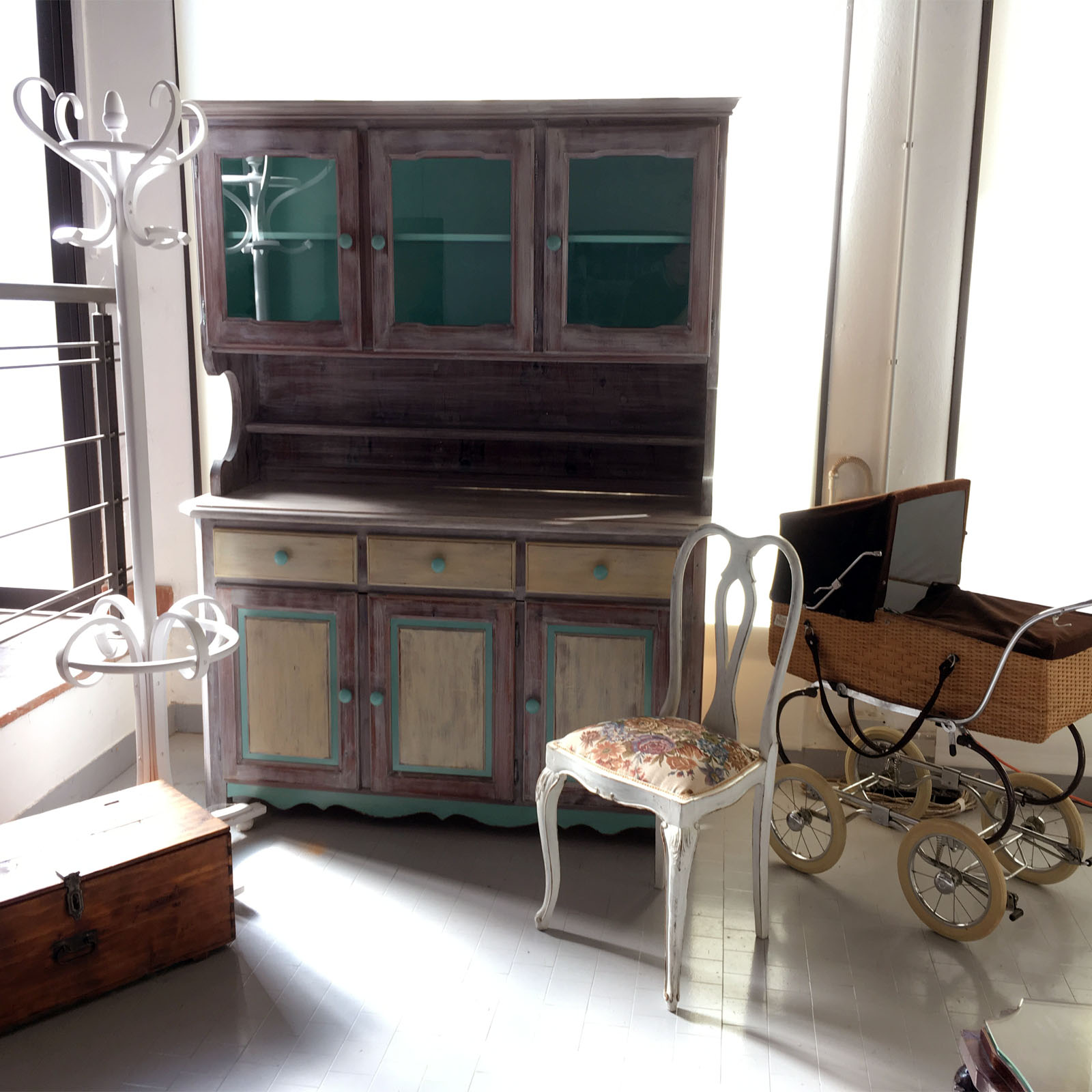 shabby chic buffet sideboard display cabinet credenza. Black Bedroom Furniture Sets. Home Design Ideas
