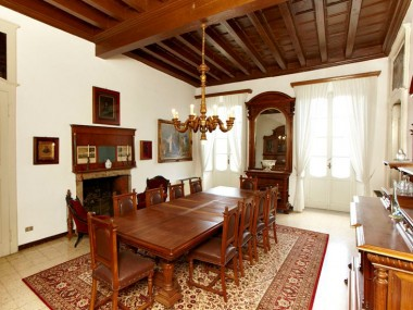italian-antique-furniture-renaissance-dining-room-MAQ58-1